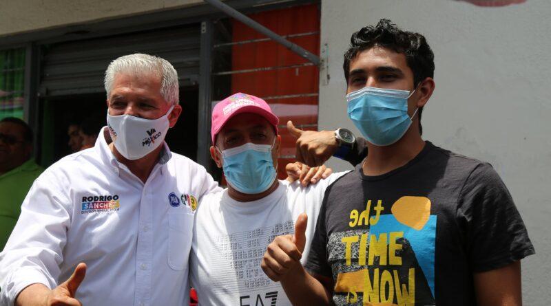 RODRIGO SANCHEZ Y CARLOS HERRERA RECORREN EL TIANGUIS DE LA FORESTAL
